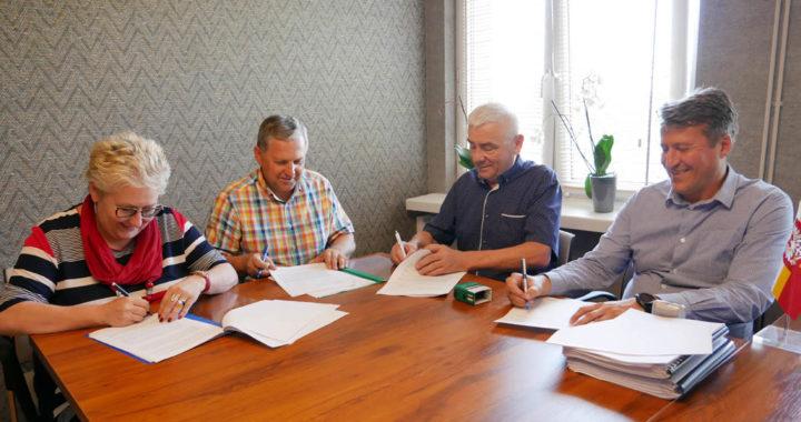 Dotrzymali słowa. Wkrótce ruszy przebudowa ponad 5 km drogi powiatowej Kalwaria – Brzeźnica