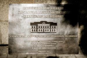 Twa montaż tablicy poświęconej założycielom kalwaryjskiego Liceum